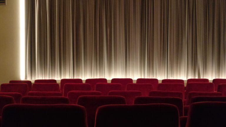 Kinosál promítání filmu||||||||||