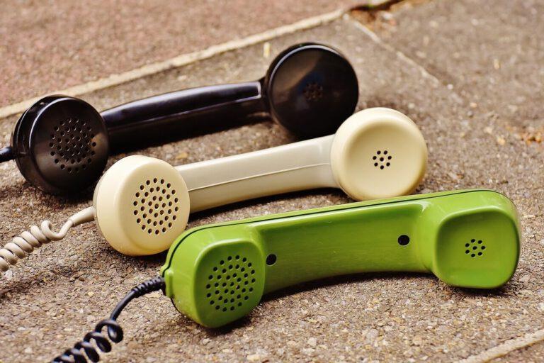 Telefonní sluchátko||Nezůstat sám
